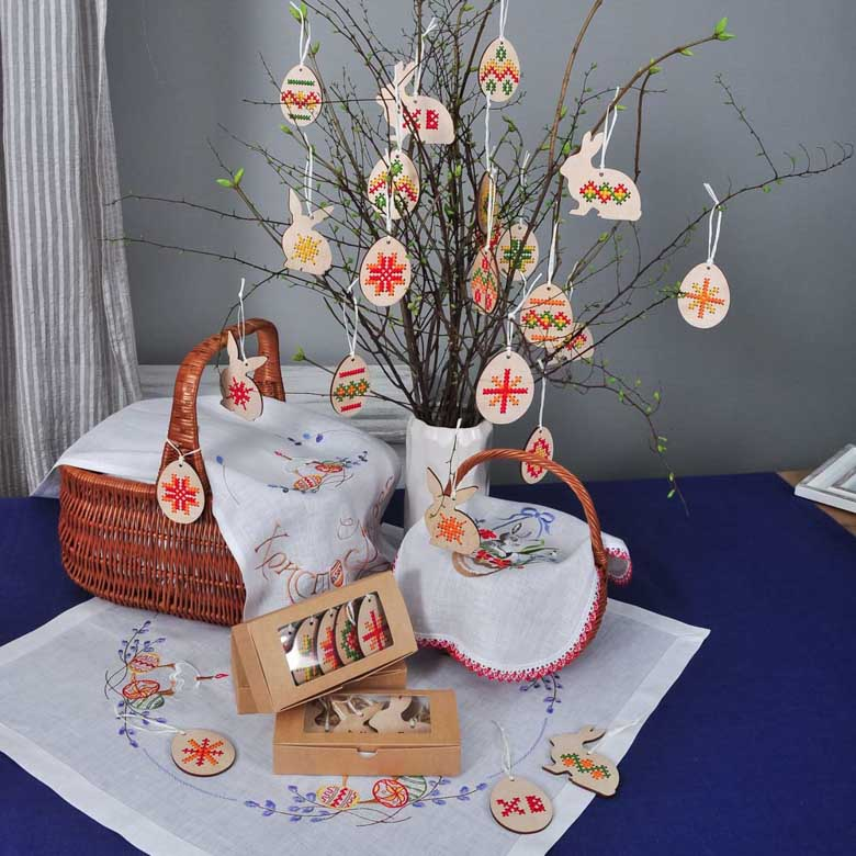 Набір підвісок ВЕЛИКОДНІ ЯЙЦЯ - 5шт з ручною вишивкою (дерев`яні)