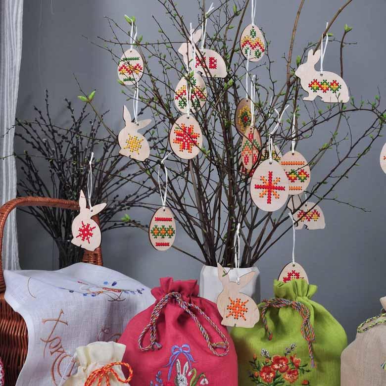 Набір підвісок ВЕЛИКОДНІЙ КРОЛИК - 3шт з ручною вишивкою (дерев`яні)