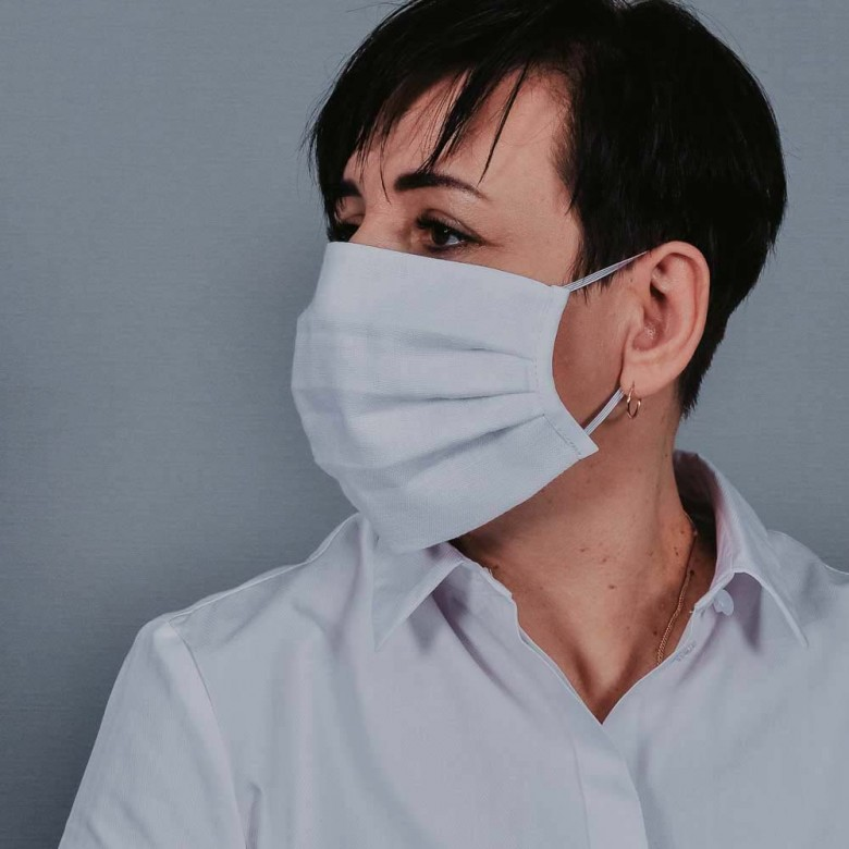 Захисна маска з тканини біла арт. 01