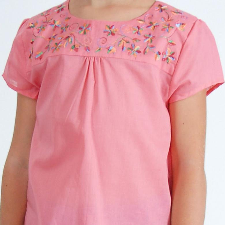 Вишиванка для дівчинки Квіти червоні (рожевий батист)